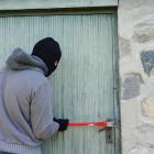 У пензенского пенсионера украли тонну металлических отбойников