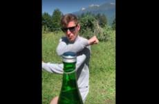 Павел Воля открыл бутылку ногой и повалил оператора