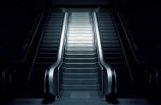 Женщина разделась в московском метро, чтобы ей уступили место