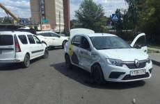 На Южной Поляне в Пензе разбились две иномарки