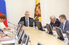 Пензенский губернатор запретил обирать родителей в школах