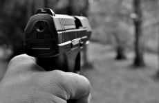 Буйный горожанин открыл стрельбу из пистолета по детям