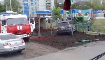 В Пензе перевернулся тяжелый грузовик