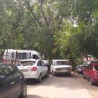 В центре Пензы «скорая» не доехала до пациента из-за припаркованных машин