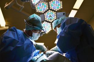 СМИ - На Ставрополье врачи бросили роженицу умирать в операционной