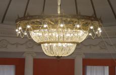 Музей Кузнецка Пензенской области украсила раритетная люстра