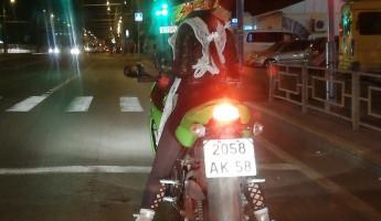 «Ролевая гонщица». Пензенцы обсуждают мотоциклистку в школьной форме