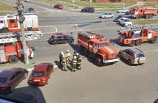 В Пензе к ТЦ «Онежский» стянулись пожарные машины