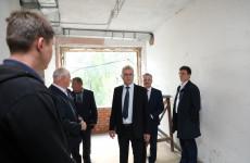 Пензенский губернатор проконтролировал ход ремонта амбулатории на Пионерской
