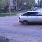 В Кузнецке водители не попадают на дорожное полотно из-за обилия ям