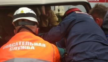 Под Пензой двух женщин зажало в покореженной машине после ДТП