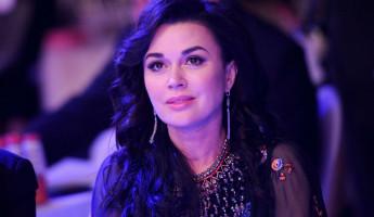 Актрису Анастасию Заворотнюк готовят к удалению опухоли