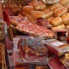 В Пензе сняли с продажи небезопасные колбасы, сало и творог