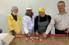 В Пензенской области на новой птицефабрике получили первую партию яиц