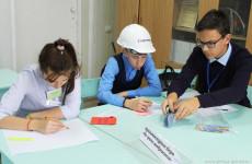 Пензенские школьники исполнили роли строителей и банкиров