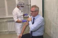 Пензенский губернатор сдержал слово и сделал прививку от гриппа