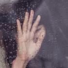 В Пензе из окна 15 этажа выпала молодая девушка