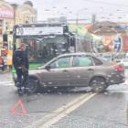 В самом центре Пензы пассажирский автобус столкнулся с легковушкой