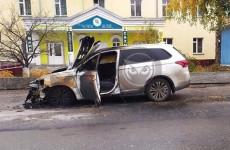 В Пензе огонь уничтожил дорогой автомобиль