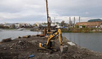 В Пензе на Бакунинском мосту ведется устройство буросвай