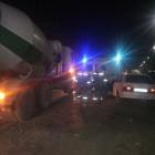 Под Пензой водителя зажало в легковушке после столкновения с бетоновозом
