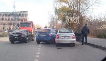 В Пензе улица Измайлова замерла в пробке из-за ДТП