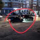 В Пензе на улице Калинина дорогу не поделили внедорожник и отечественная легковушка