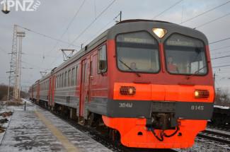 ТОП-чиновник правительства стал одним из первых пассажиров новой электрички. Репортаж