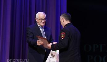 Николай Симонов вручил полицейским благодарности губернатора Ивана Белозерцева