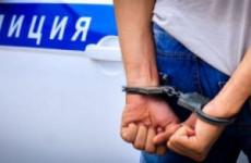 Пензенец попытался избавиться от наркотиков, увидев полицию