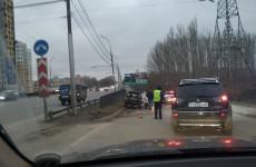 Жуткое ДТП в Пензе: через машину насквозь прошла металлическая балка. ФОТО