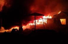 С крупным пожаром в Пензенской области боролись 14 человек