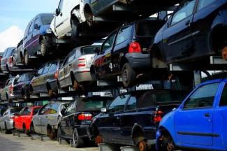 В Пензе утилизируют машины, оставленные на спецстоянке