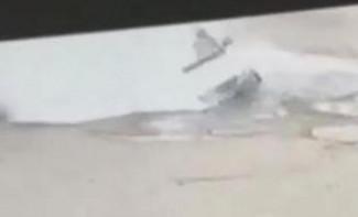 Момент провала машины в яму с кипятком в Пензе попал на видео