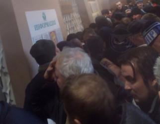 Давка в медклиниках. Пензенские водители штурмуют больницы. ФОТО