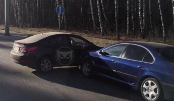 На улице Окружной в Пензе жестко столкнулись две легковушки