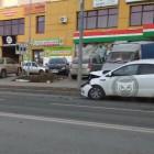 В жестком ДТП на улице Антонова в Пензе изуродовало легковушку