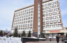 К одной из пензенских больниц стянулись машины МЧС