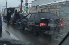 Авария в пензенской Терновке застопорила движение на двух улицах