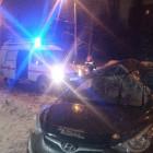 В центре Пензы водителя зажало в разбитой легковушке
