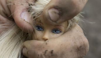 Несовершеннолетнюю девочку изнасиловали прямо в кафе