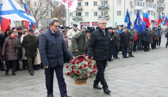 Губернатор Пензенской области возложил цветы к стеле «Слава Героям»