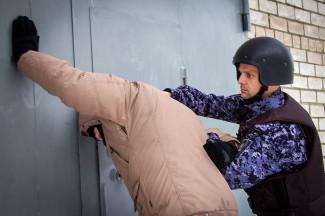 19-летний пензенец попытался украсть из ТЦ платежный терминал