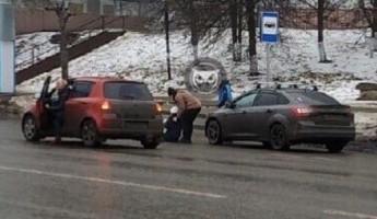 «Упала от испуга». Жительница Пензы едва не угодила под колеса машины