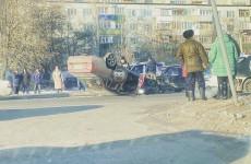 В Пензе на улице Аустрина произошла страшная авария
