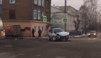 В Пензе произошло жесткое ДТП с участием легковушки