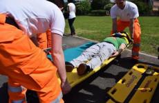 В Пензенской области больного мужчину до «скорой» несли спасатели