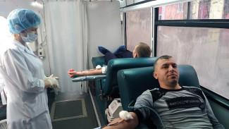 Сотрудники одного из заводов Пензы сдали около 50 литров крови
