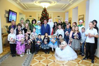 В Пензе организовали новогодний праздник для детей-инвалидов