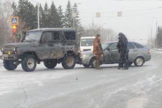 В Пензе на ГПЗ-24 столкнулись УАЗ и Lada